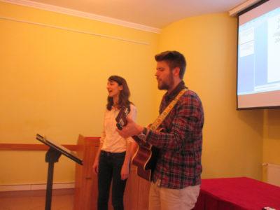 Éneklés a konferencián