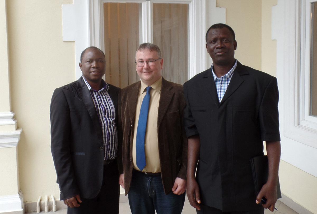 Sierra Leonei testvérek Merényi Zoltánnal a cikk írójával