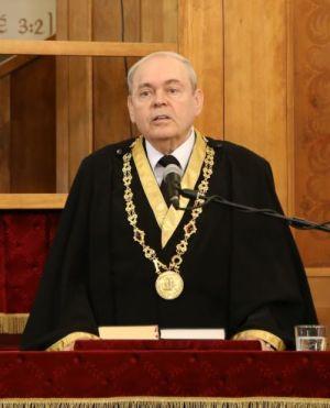 Prof. Dr. Almási Tibor rektori beszédet mond