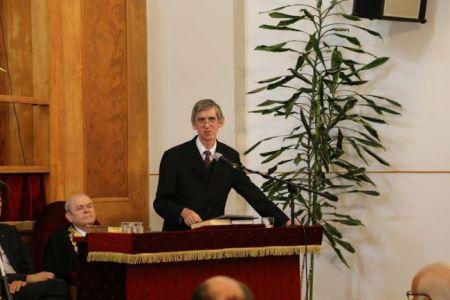 Bereczki Lajos rektorhelyettes köszönti a gyülekezetet