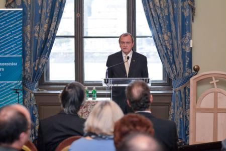 Dr. Almási Mihály: Visszaemlékezés a korona hazahozatalát előkészítő eseményekre