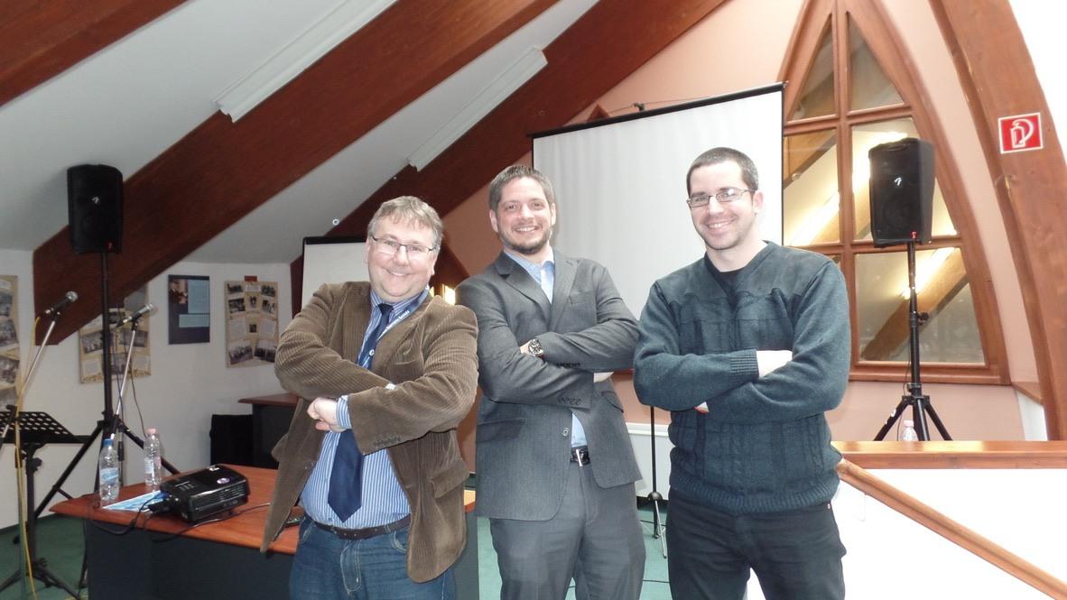 A képen Merényi Zoltán, Mark Appleton és Gáspár Botond